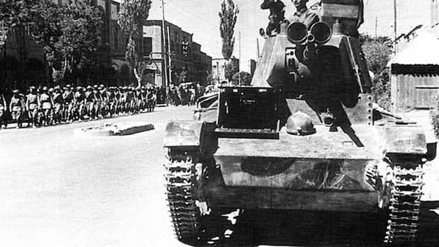 Tanque soviético en Irán durante la Segunda Guerra Mundial